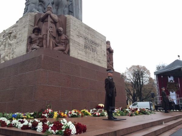 flower-laying-ceremony-at-freedom-monument-1